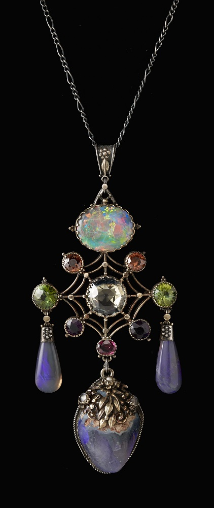 The Artificers' Guild (English, 1901–1942), Pendant, c. 1900. Collection of Richard H. Driehaus. Photo by John Faier, 2014, © The Richard H. Driehaus Museum.