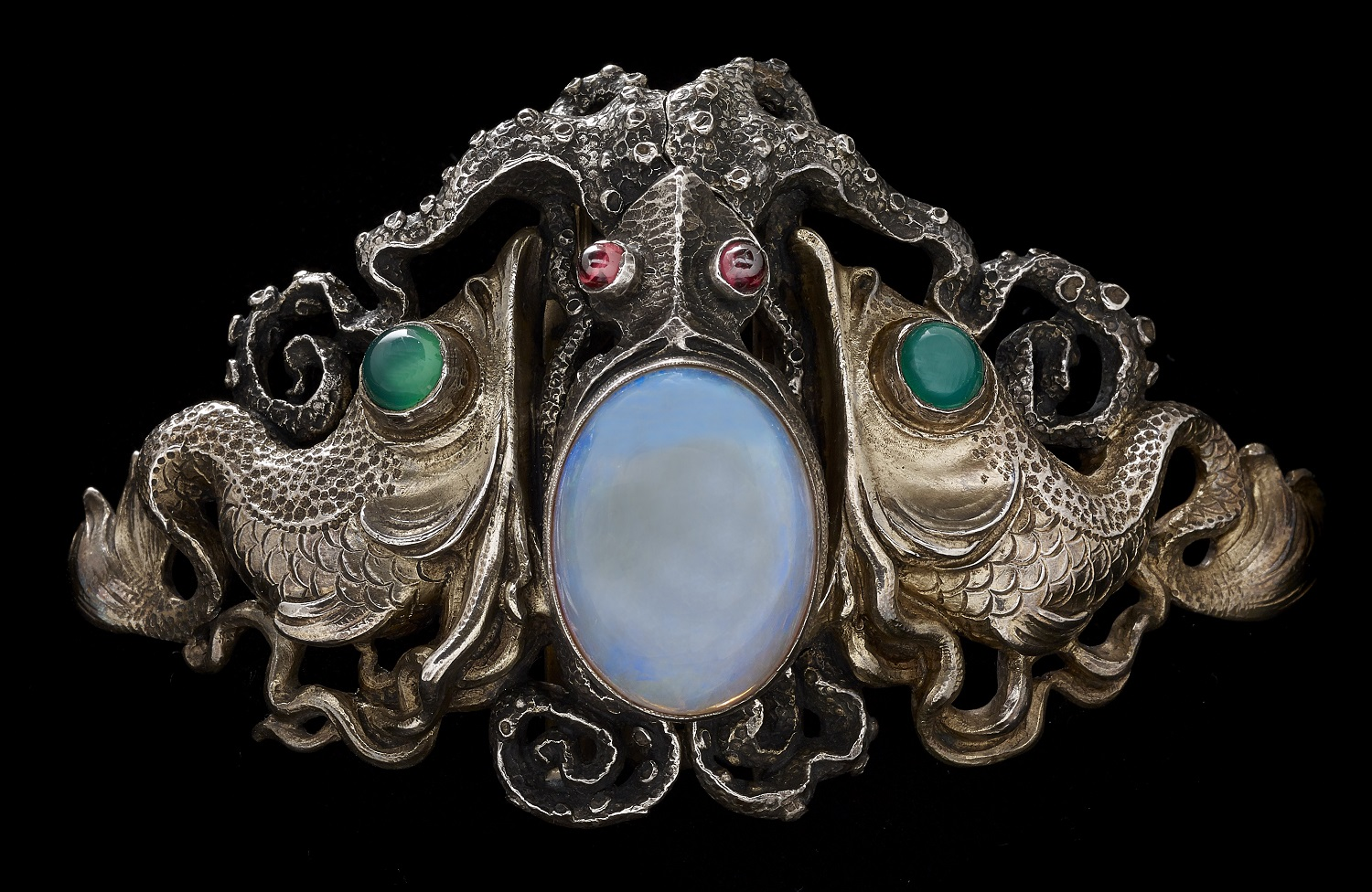Wilhelm Lucas von Cranach (German, 1861 – 1918), Octopus Waist Clasp, c. 1900. Collection of Richard H. Driehaus. Photo by John Faier, 2014, © The Richard H. Driehaus Museum.