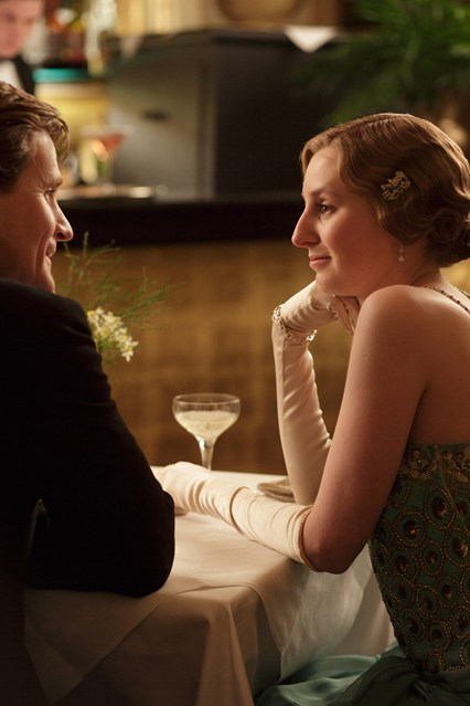 Lady Edith dines alone with a married man. Downton Abbey®. © Carnival Films / MASTERPIECE